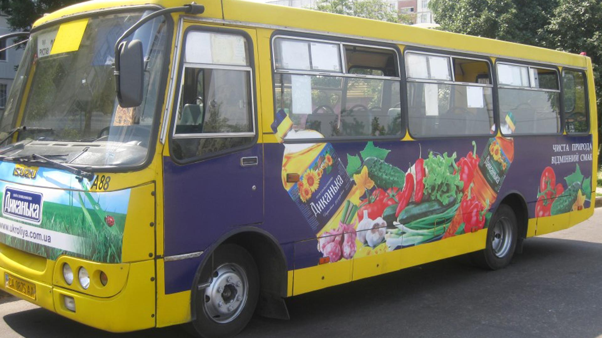 поклейка пленки на общественный транспорт